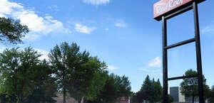 Red Roof Inn TownHouse - Grand Forks