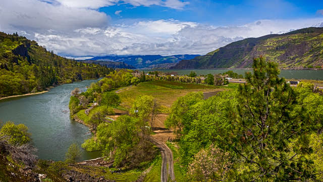 Hotels Near Columbia River Gorge National Scenic Area