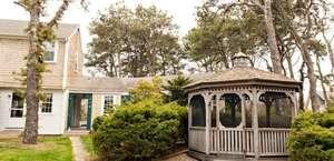 Cove Bluffs Inn