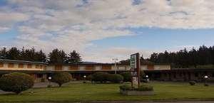 Curly Redwood Lodge