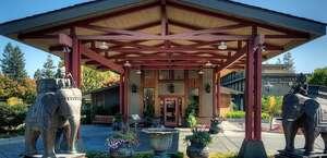 Dinah's Poolside Restaurant
