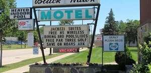 Black Hawk Motel