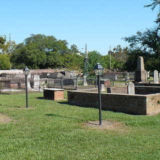 Church Street Graveyard and Boyington Oak