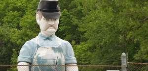 Big Boyz Worker statue