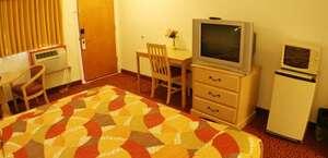 Glen Capri Inn And Suites - Colorado St