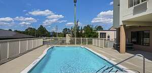 Red Roof Inn & Suites Fayetteville - Fort Bragg